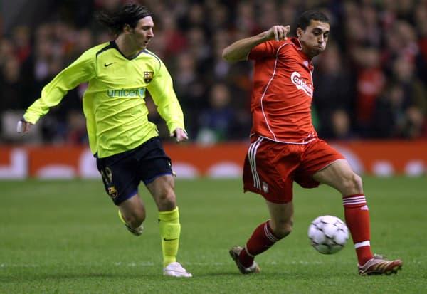 Álvaro Arbeloa (à droite) face à Lionel Messi lors du huitième de finale retour de Ligue des champions entre Liverpool et Barcelone en 2007