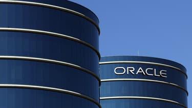 Oracle, cas d'école du phénomène : chiffre d'affaires et bénéfices stagnent sur le trimestre écoulé pour cause de dollar trop fort.