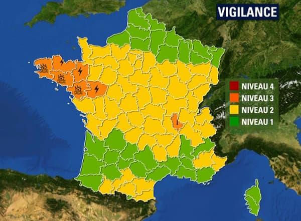 Sept départements sont encore en vigilance oranges ce lundi à 16h.