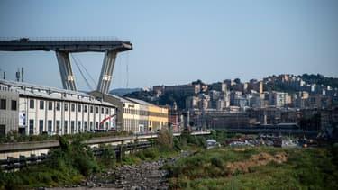 Le pont de Gênes après s'être écroulé