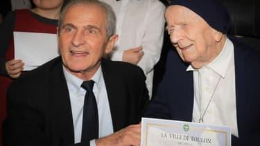 Soeur André aux côtés du maire de Toulon Hubert Falco en février 2019.