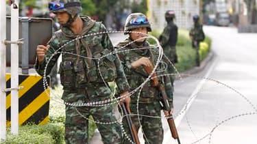 Les rues de Bangkok étaient globalement calmes jeudi et seules quelques escarmouches ont été signalées, au lendemain de l'offensive menée par l'armée thaïlandaise pour chasser les opposants au gouvernement du centre de la ville. /Photo prise le 20 mai 201