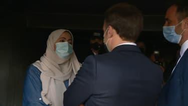 Emmanuel Macron et une mère de famille lors du déplacement du chef de l'État à Montpellier.