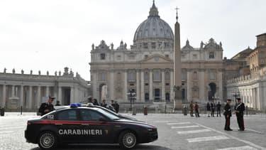 Des gendarmes sur la place Saint-Pierre au Vatican, le 24 mars 2017. (Photo d'illustration)