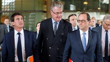 Manuel Valls (Premier ministre), Jean-Paul Delevoye (président du CESE), et François Hollande au Palais d'Iéna pour la conférence sociale, le 7 juillet.