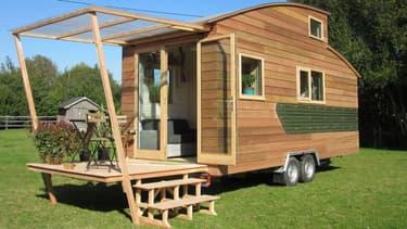 L'atelier qui fabrique cette maison présentée par La Tiny house, est situé en Normandie.