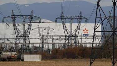 EDF n'a pas formellement demandé au gouvernement d'augmenter les tarifs de l'électricité en France sur cinq ans. /Photo prise le 14 mars 2011/REUTERS/Vincent Kessler