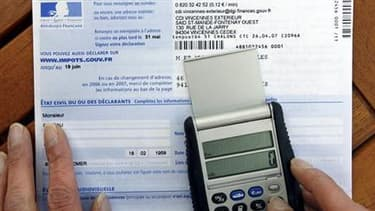 """Les députés ont adopté par 310 voix contre 220 le projet de loi de finances rectificative qui allège l'impôt de solidarité sur la fortune (ISF) et supprime le """"bouclier fiscal"""", dispositif plafonnant l'imposition des revenus à 50%. /Photo d'archives/REUTE"""