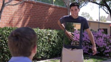 Sony a fait appel à a star du réseau social Vine, Zach King, pour ces vidéos de promo.