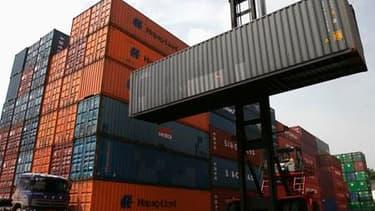 Le déficit commercial de la France a atteint un niveau record en mai à 7,422 milliards d'euros, après 7,174 milliards (révisé) en avril, selon les données CVS/CJO publiées jeudi par les Douanes. /Photo d'archives/REUTERS