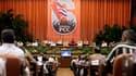 A l'ouverture du congrès du Parti communiste cubain, le président cubain Raul Castro a proposé samedi de limiter le nombre de mandats à la tête du régime afin de rajeunir les élites vieillissantes de l'île. /Photo prise le 16 avril 2011/REUTERS/Enrique De