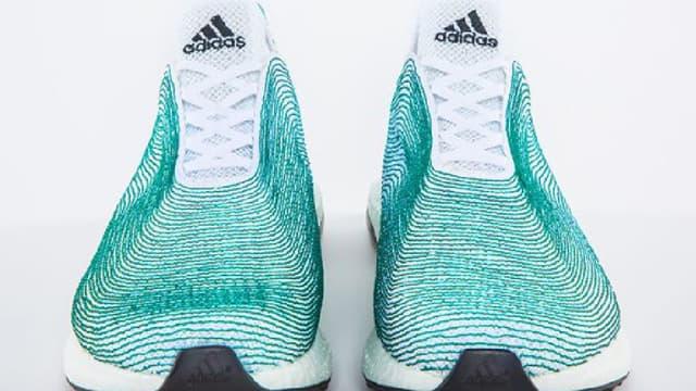 Ces chaussures sont entièrement conçues avec des déchets récupérés au fond de l'eau.