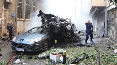 La voiture piégée qui a explosé vendredi a fait trois morts et de très nombreux blessés.