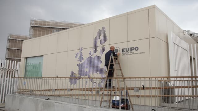 L'Office de l'harmonisation dans le marché intérieur (OHMI) a êté rebaptisé l'Office de l'UE pour la propriété intellectuelle (EUIPO) depuis le 23 mars 2016.