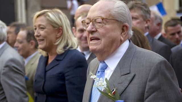 Jean-Marie Le Pen et sa fille Marine en mai 2011 à Paris.