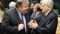 Le ministre des Finances grec Evangelos Venizelos (à gauche) et le président de la Banque centrale européenne Jean-Claude Trichet à Bruxelles. Les créanciers privés de la Grèce pourraient devoir accepter une perte allant jusqu'à 60% sur leurs titres souve