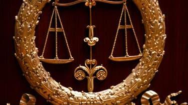 Le procès d'Yvan Colonna, accusé de l'assassinat du préfet de Corse Claude Erignac en 1998, a été interrompu vendredi en raison de la présence dans le public d'un témoin, compromettant la régularité de l'audience. /Photo d'archives/REUTERS/Charles Platiau