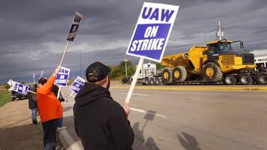 Des salariés de l'entreprise John Deere manifestent