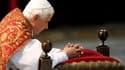 Les attaques contre Benoît XVI et contre l'Eglise à propos de scandales de pédophilie sont comparables à l'antisémitisme le plus honteux, a affirmé un prédicateur lors de la célébration du Vendredi Saint à laquelle assistait le pape à Rome. /Photo prise l