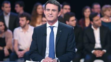 Manuel Valls ne s'interdit pas de légiférer sur les indemnités de départ des patrons