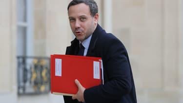 Le secrétaire d'Etat chargé de la Protection de l'enfance, Adrien Taquet, arrive à l'Elysée le 15 janvier 2020 à Paris