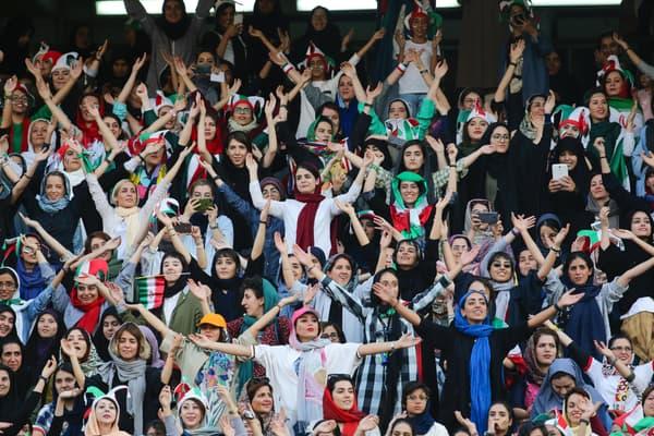 Des supportrices iraniennes lors du match de football masculin Iran-Cambodge