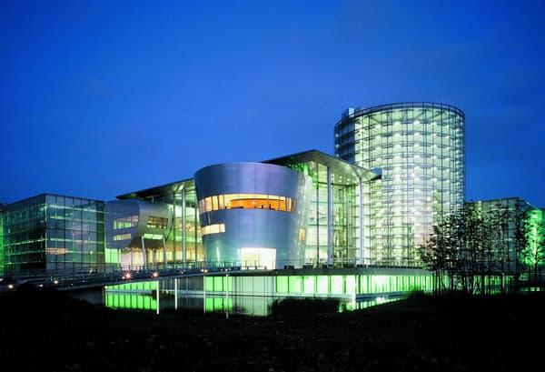 L'usine en verre de Dresde où la Phaeton a été fabriquée à partir de 2002.