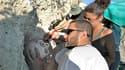 """Le squelette intact retrouvé à Curium, dans le sud-ouest de """"l'île d'Aphrodite"""". Des archéologues cherchent à déterminer de quand date ce squelette découvert à flanc de falaise sur l'un des sites archéologiques les plus riches de Chypre. /Photo prise le 4"""