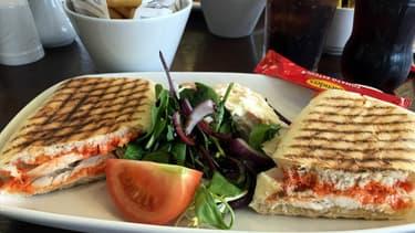 Les restaurateurs pourraient se voir obligés de proposer des contenants pour emporter repas et boissons.