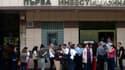 Des clients de la First Investment Bank se sont précipités pour retirer leurs avoirs, après des rumeurs lancées sur internet..