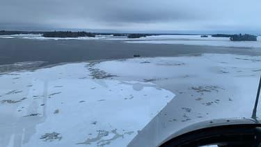 Photo aérienne des recherches des cinq Français disparus dans un accident de motoneige, à proximité du lac Saint-Jean, au Québec, le 22 janvier 2020.