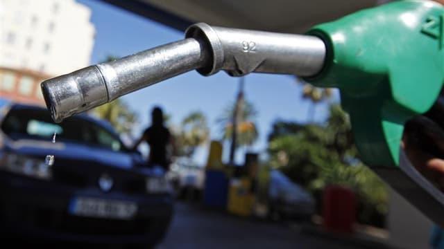 Le gouvernement va arrêter début janvier le dispositif mis en place pour contenir la flambée des prix des carburants, tirant un bilan positif de celui-ci même s'il a été épaulé par le recul sensible des cours internationaux du pétrole brut. /Photo prise l