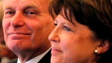 Jean-Marc Ayrault et Martine Aubry ont officialisé mercredi devant le conseil national du Parti socialiste leur contribution commune pour le prochain congrès de la formation majoritaire, destinée à marquer l'osmose entre le parti et l'exécutif. /Photo pri