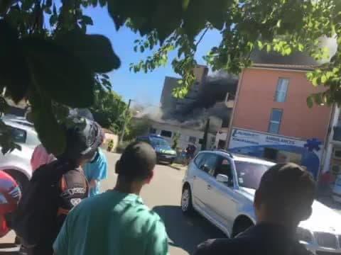 Bâtiment en feu à Annonay  - Témoins BFMTV