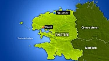Deux personnes ont été emportées par une lame samedi après-midi alors qu'elles se promenaient sur la digue de Pors Gwen à Plouescat.