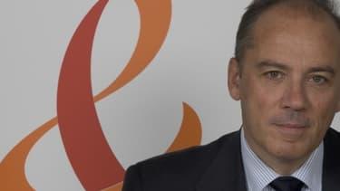 Le PDG de France Télécom-Orange, Stéphane Richard, a accepté de baisser sa rémunération pour ne pas faire payer à l'entreprise la taxe à 75%.
