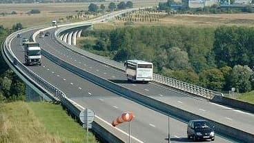 Les constructions de routes ne représente que 4,5 % du projet