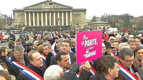 Alors que la manifestation de dimanche approche, l'UMP apparaît très divisée sur sa participation au cortège.