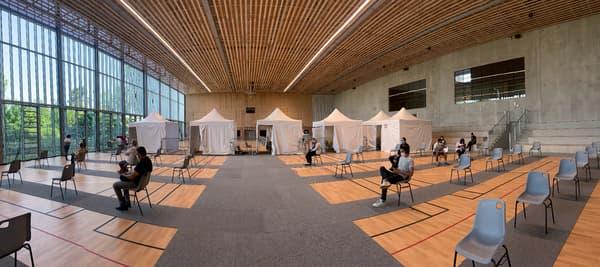 Salle d'attente du centre de vaccination de Romainville (Seine-Saint-Denis), le 8 juin 2021