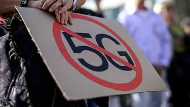 Une manifestante contre la 5G en Suisse en septembre 2019.