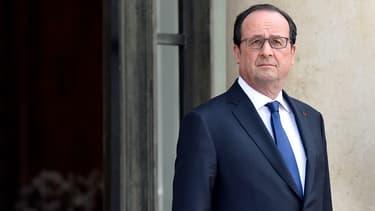 François Hollande est attaqué de toute part.