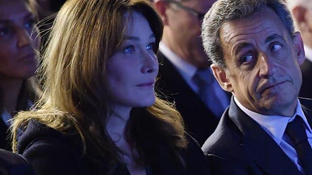 Nicolas Sarkozy et son épouse Carla Bruni, le 14 novembre, lors d'un meeting pendant la campagne des primaires de la droite.