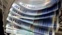 La réduction des déficits reste une priorité du gouvernement, affirme le Premier ministre, François Fillon, dans un entretien au Journal du dimanche. /Photo d'archives/REUTERS/Thierry Roge