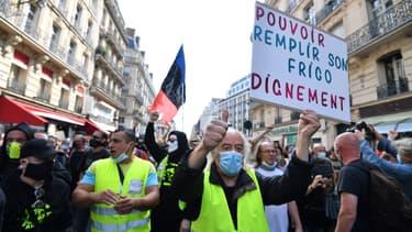 Quelques centaines de manifestants se sont réunis à Paris.
