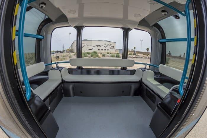 Le minibus peut accueillir douze passagers.
