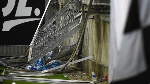 Barrière effondrée au stade de la Licorne, à Amiens