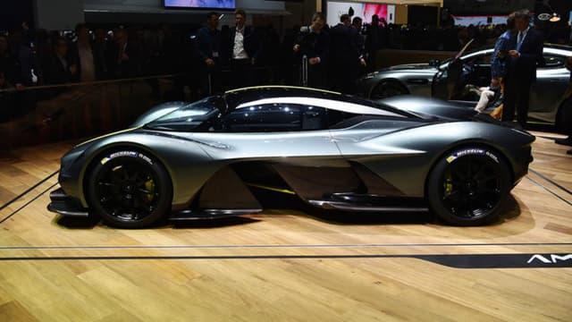 Alors que le concept se nommait RB001, la version de série de l'hypercar Aston Martin s'appellera finalement Valkyrie.