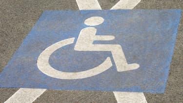 Les établissements publics et les transports auront de trois à neuf ans pour se mettre en conformité (photo d'illustration).