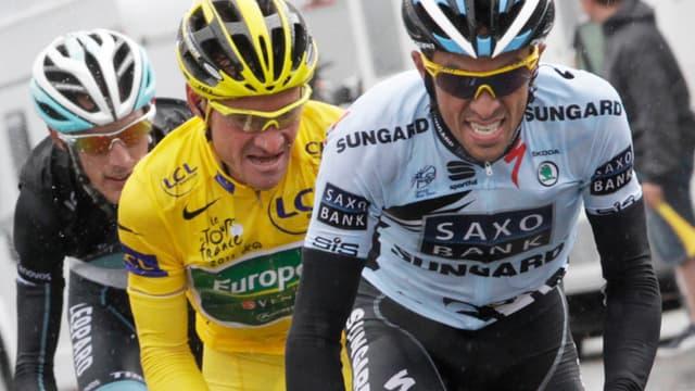 Contador a lancé les hostilités à l'entrée des Alpes