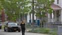 Devant la maison où Amanda Berry, Gina DeJesus et Michelle Knight, ont été retrouvées lundi à Cleveland. Après la libération de ces trois femmes détenues pendant une dizaine d'années dans une maison de cette ville de l'Ohio, les enquêteurs s'intéressent à